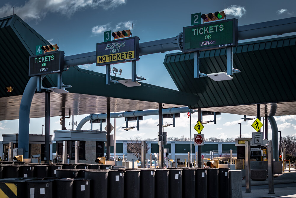 This Is How to Use a Toll Road: 8 Basic Guidelines