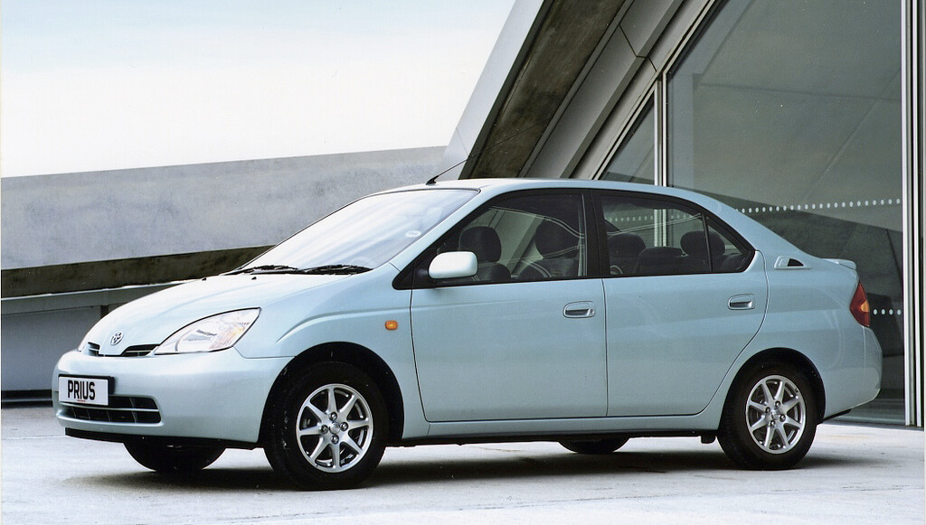 The First Generation Toyota Prius Became World S M Produced Gasoline Electric Hybrid Car Uk